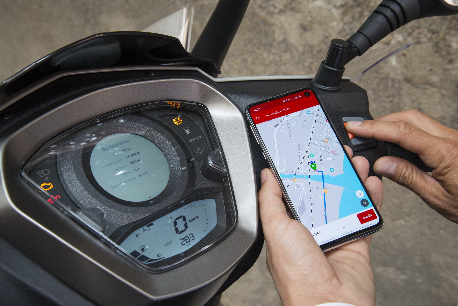 Πλήρης πίνακας οργάνων με TFT οθόνη, GPS Navi και διασύνδεση με smartphone
