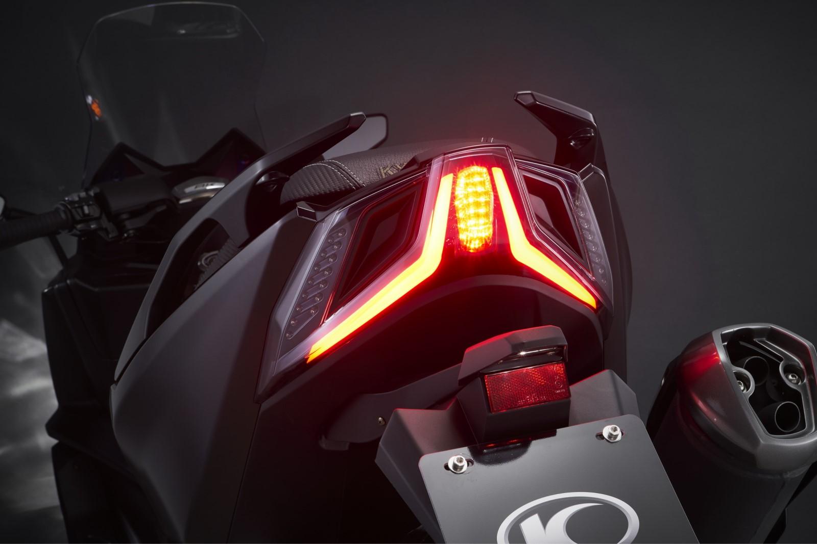 Προβολείς και φωτιστικά σώµατα full LED