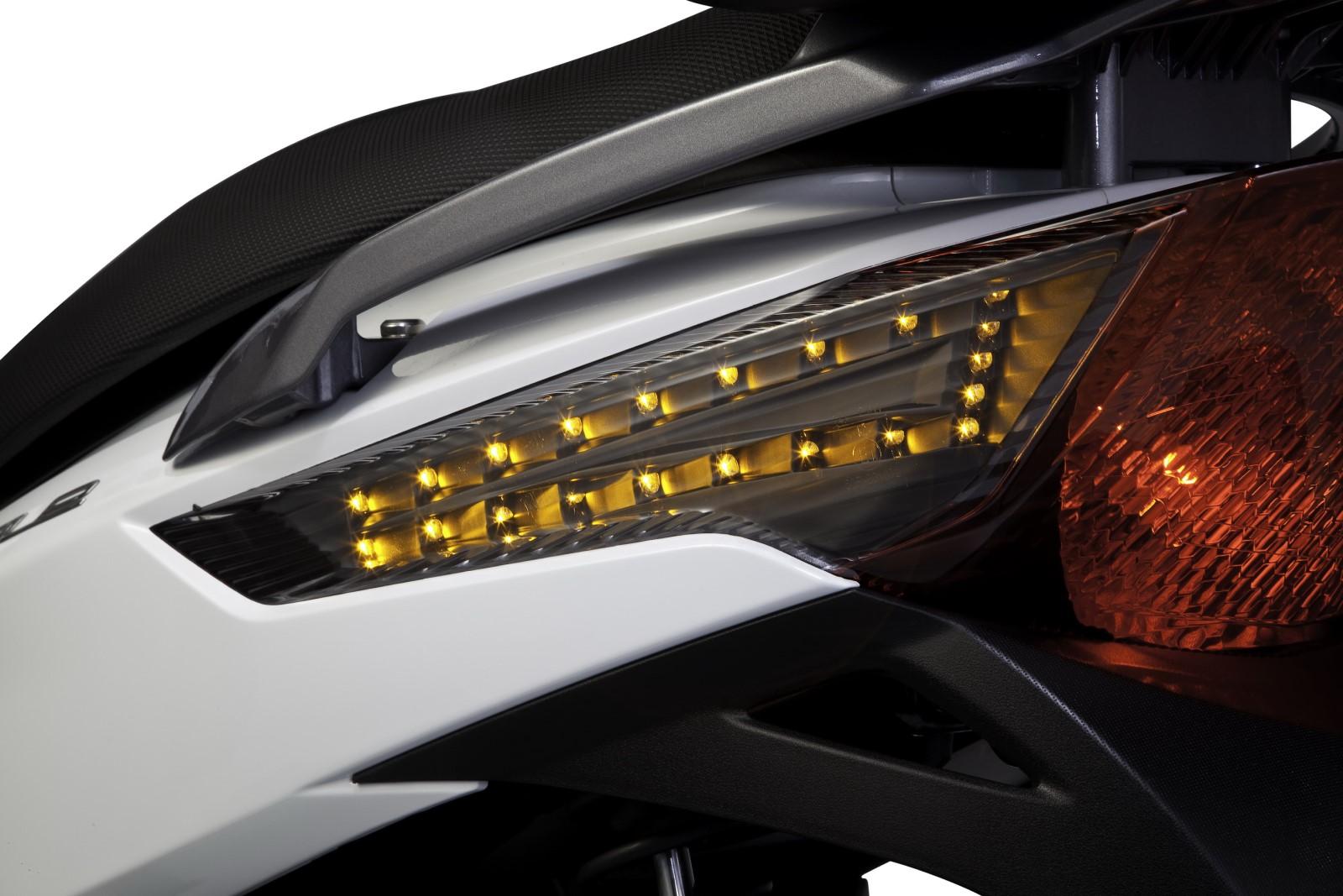 Φώτα  και φλάς τεχνολογίας LED