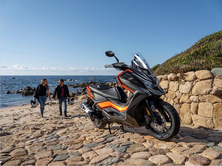 Το πρώτο adventure crossover scooter στη μεσαία κατηγορία κυβισμού